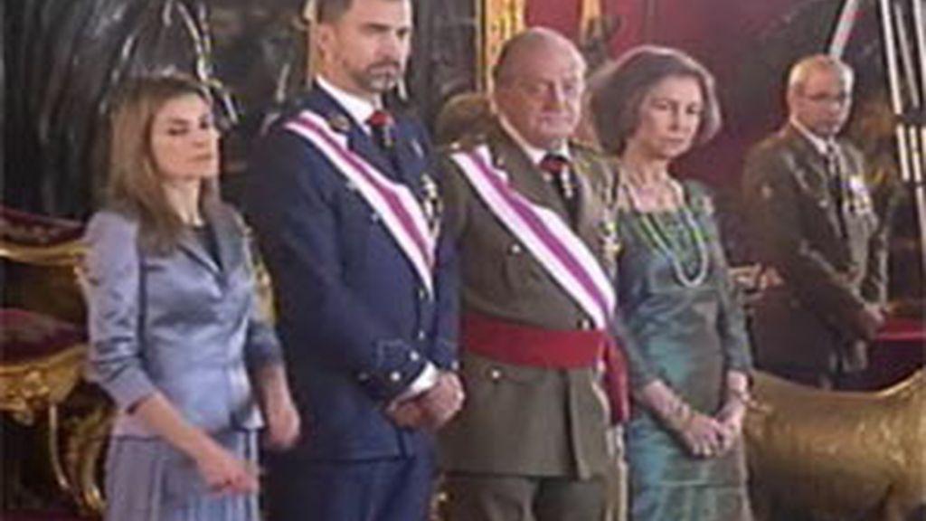 El Rey ha presidido la Pascua Militar acompañado de la Reina y los Príncipes de Asturias. Vídeo: Informativos Telecinco.