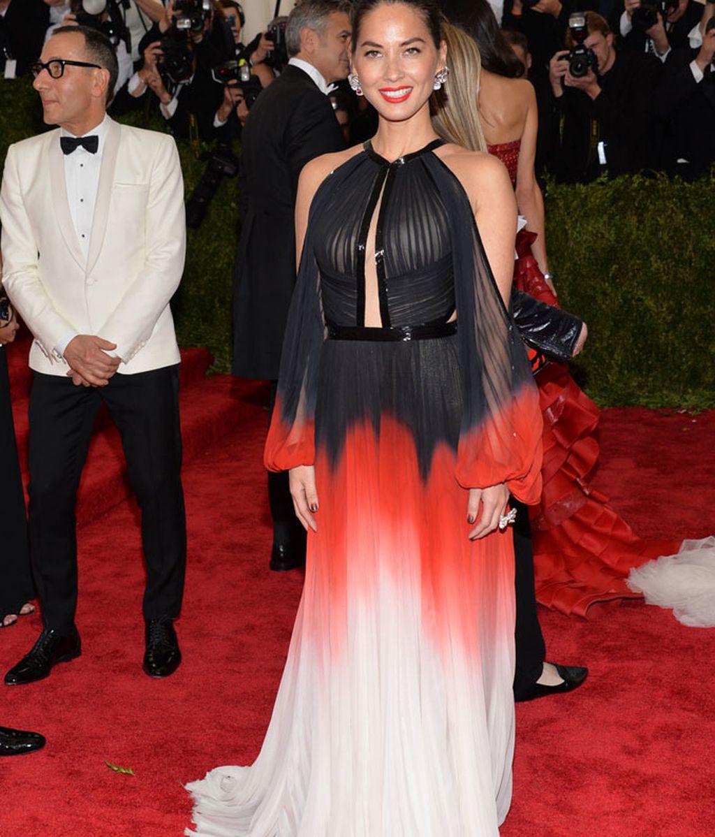 Olivia Munn con vestido de J Mendel