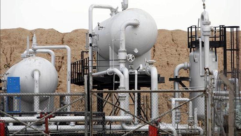 Vista de un oleoducto del pozo petrolero de al-Fakka, en la frontera entre Irán e Iraq afuera de la ciudad de Bsara, ciudad al sur de Bagdad (Iraq). EFE/Archivo