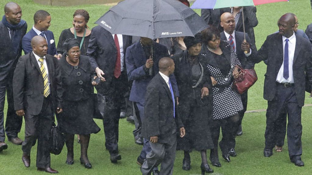 La ex mujer de Nelson Mandela, Winnie Madikizela-Mandela, tampoco se quiso perder la despedida