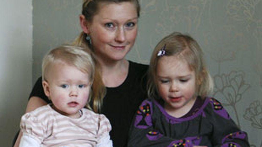La danesa Stinne Holm Bergholdt, primera del mundo en tener dos partos con éxito después de un trasplante de su propio tejido ovárico. Foto: EFE.