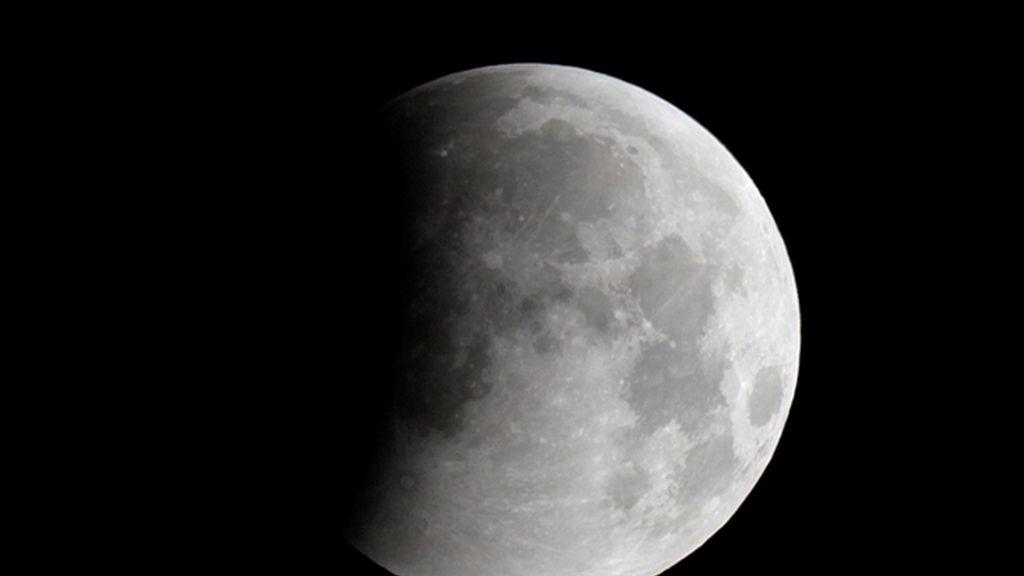 Las nubes impidieron ver cómo se alineaba el Teide con la Luna en su eclipse