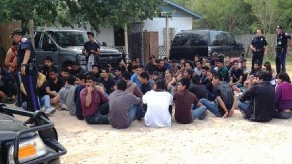 Dos detenidos en Texas por retener 115 inmigrantes sin comida ni agua