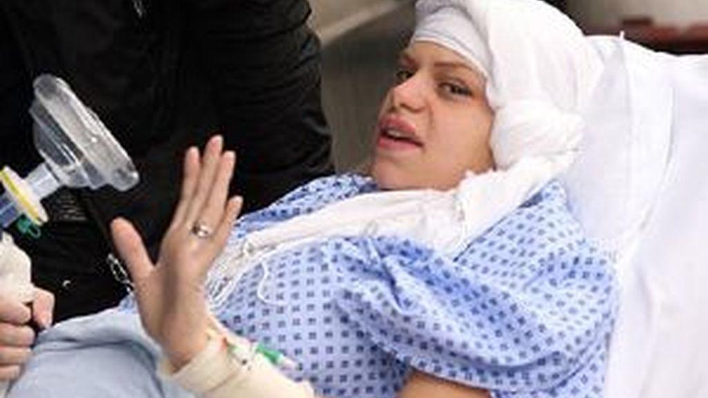 Jade Goody tras la operación a la que se ha tenido que someter. Foto: The Sun
