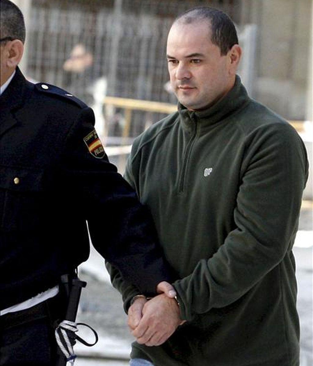 El primer detenido en relación con el crimen del alcalde de Polop (Alicante) Alejandro Ponsoda, tras ser conducido la semana pasada ante la Audiencia Provincial de Alicante. Hoy ha sido detenida una tercera persona en relación con este crimen. EFE