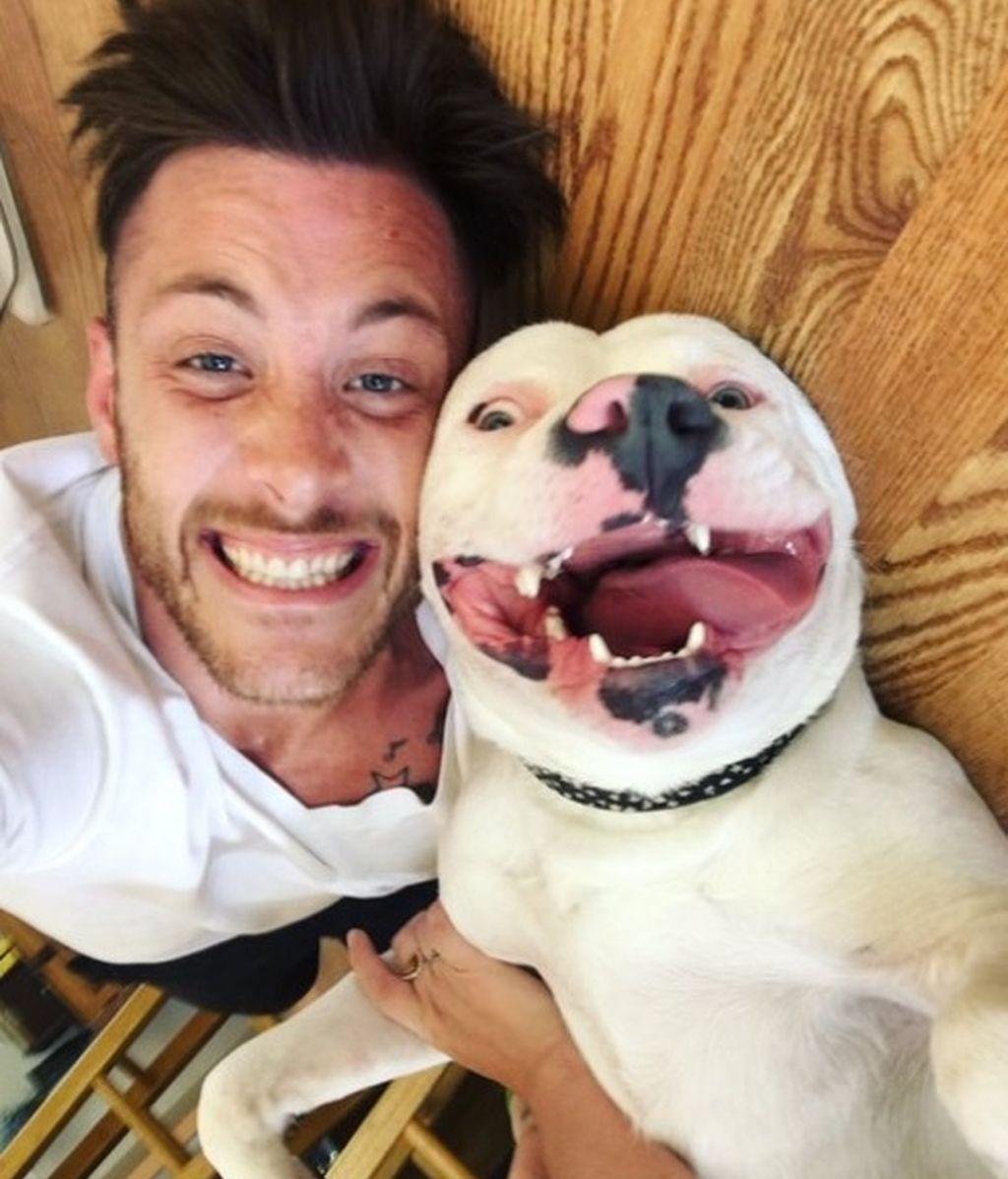 Dan Tilly con su perro