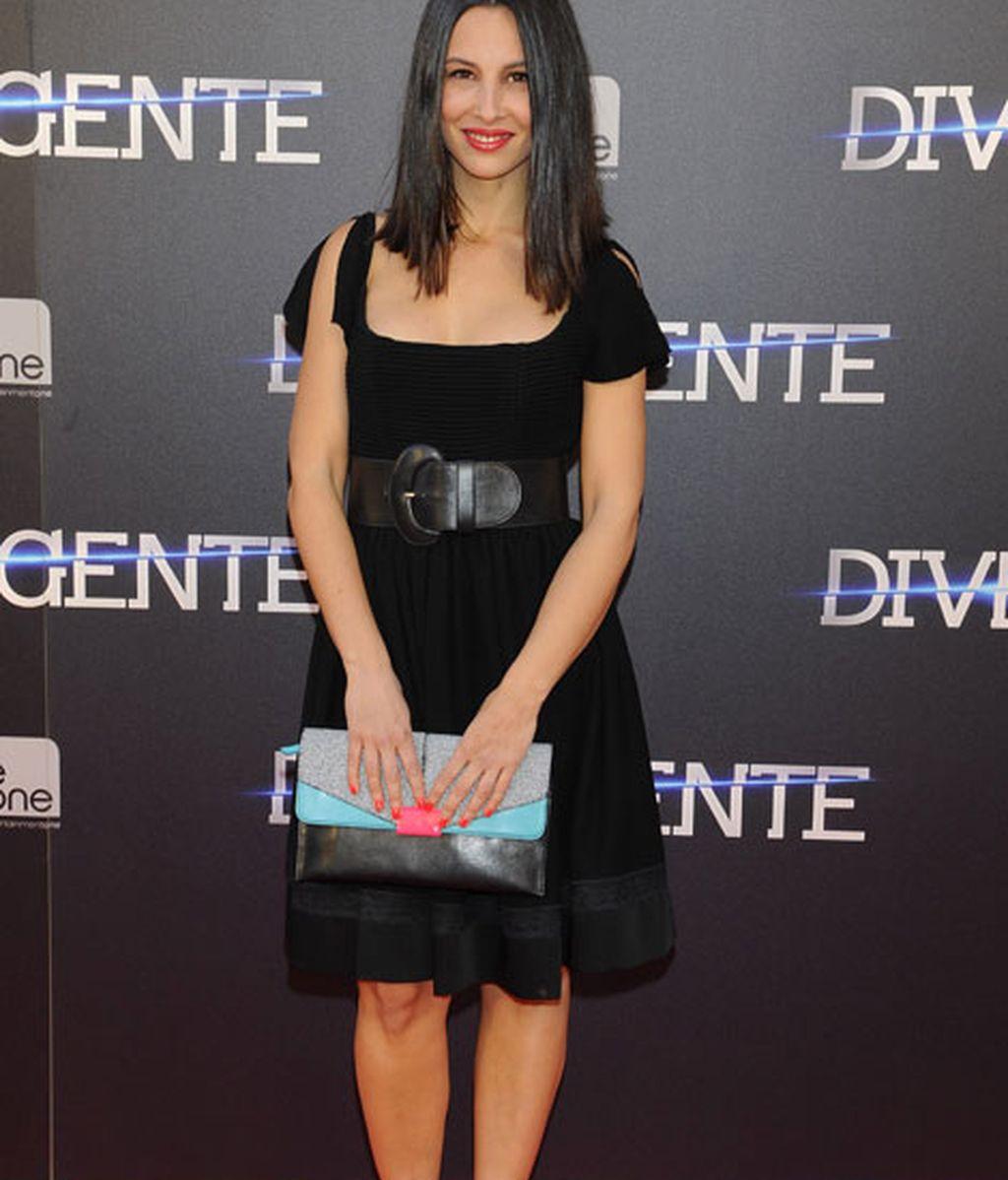 Xenia Tostado acudió con un mini vestido negro