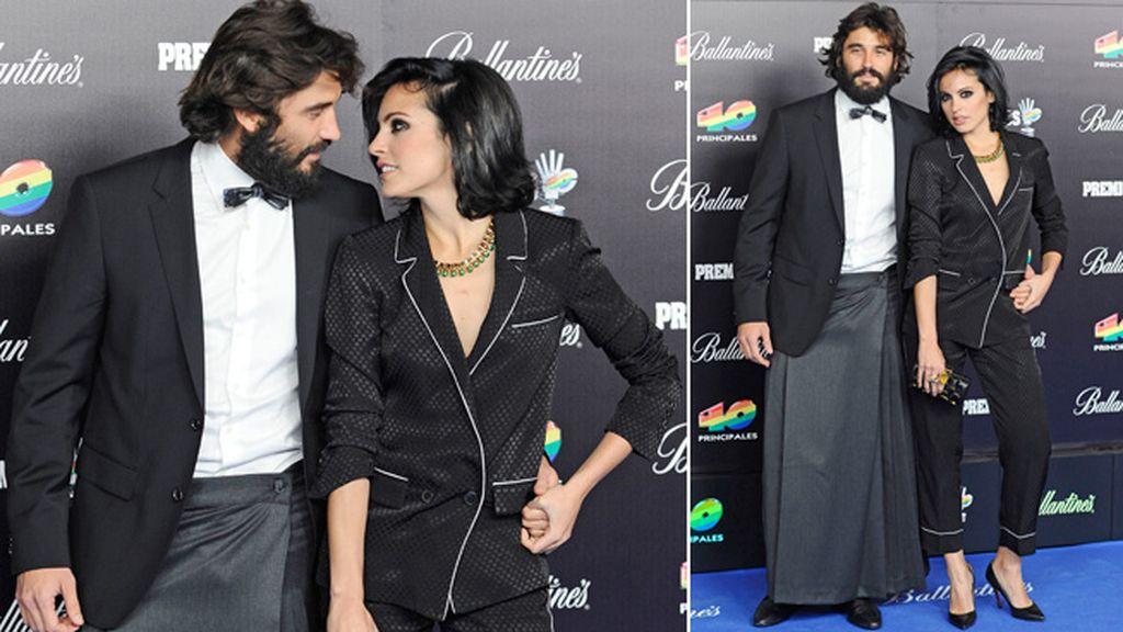 Alex García, un mix de estilos: blazer, falda y pajarita