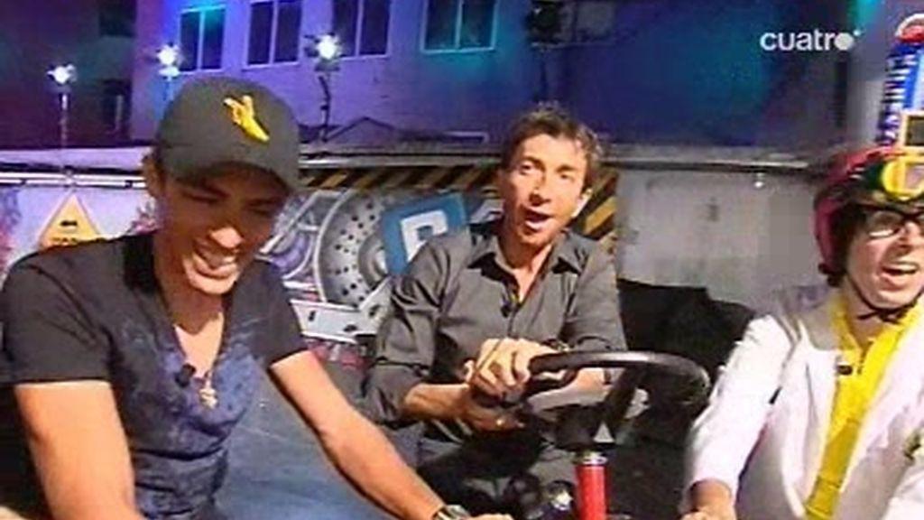 El equipo de El Hormiguero prueba junto a Alberto Contador una extraña bicicleta