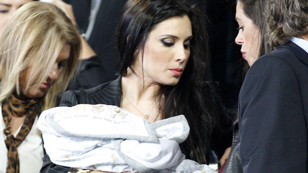 Pilar Rubio llegó con el pequeño Sergio en brazos