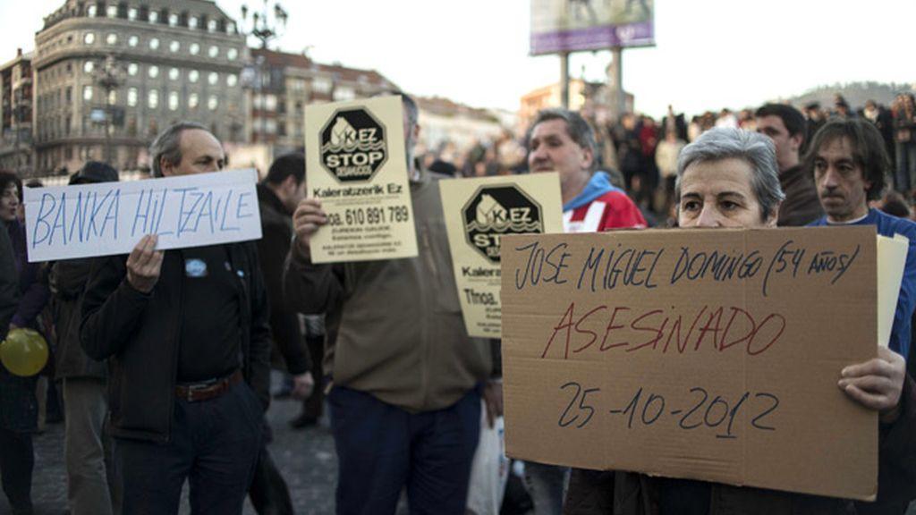 Miles de personas marchan en Bilbao para pedir el fin de los desahucios