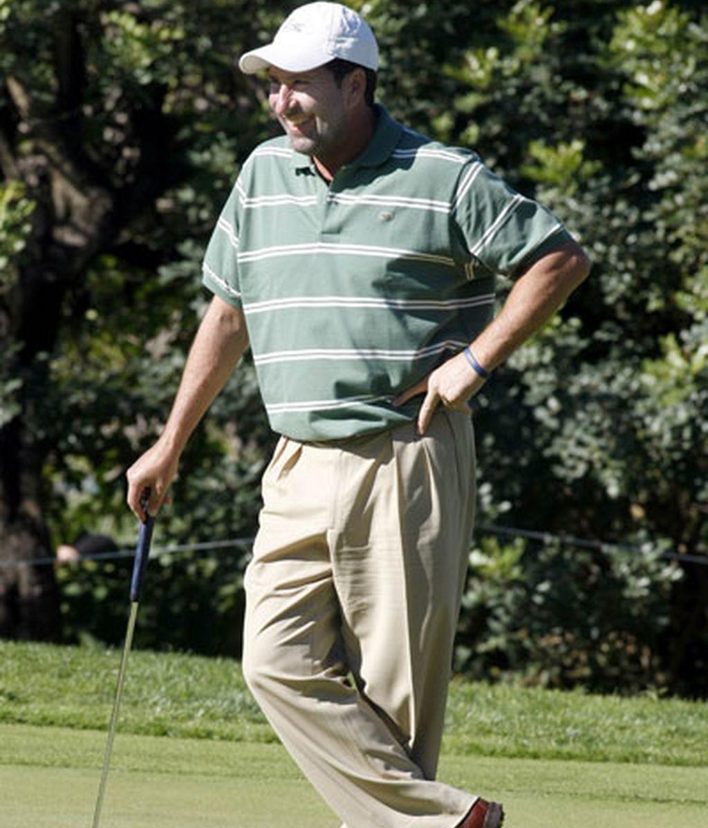 Nadal se viste de Federer para jugar al golf