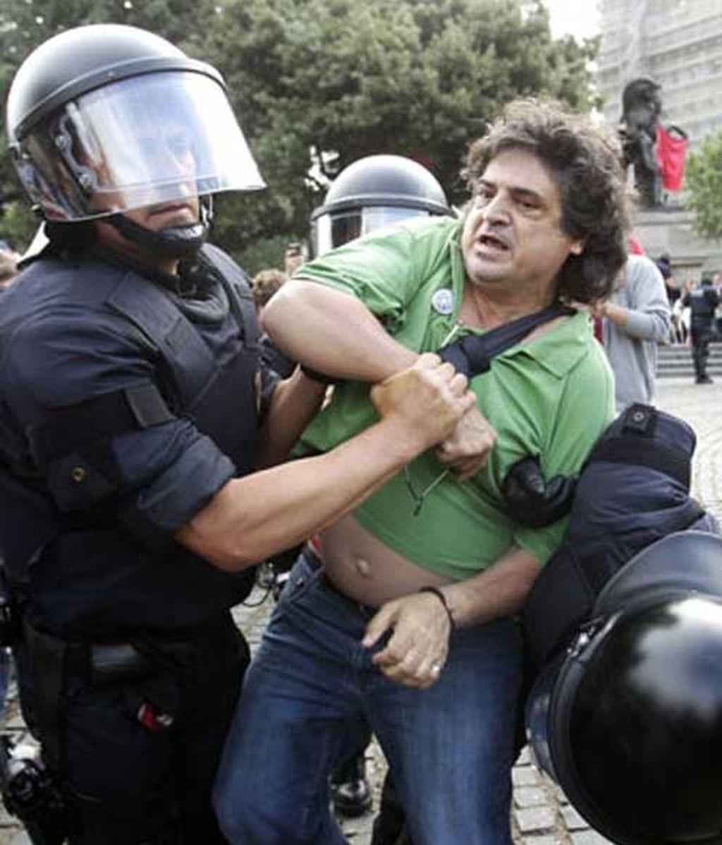 Imagen del desalojo del movimiento 15-M en Barcelona.