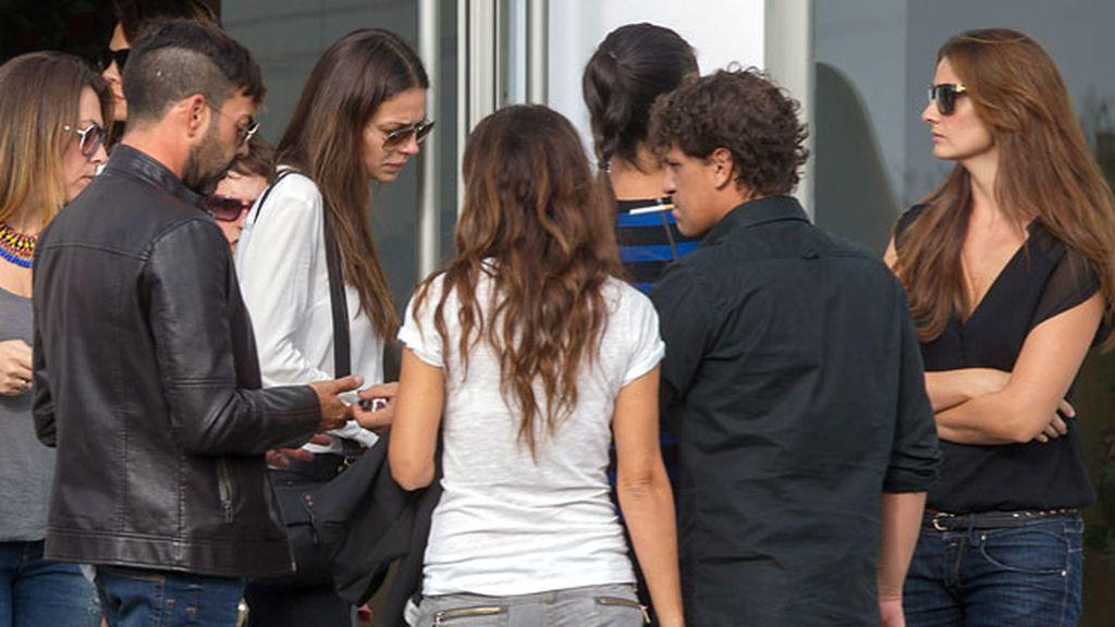 Eva Gónzalez estuvo acompañada por amigos y familiares