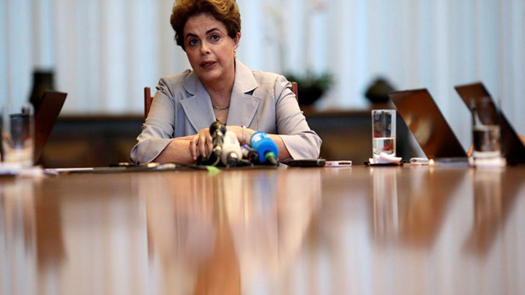 La comisión especial del Senado da luz verde al 'impeachment' contra Rousseff