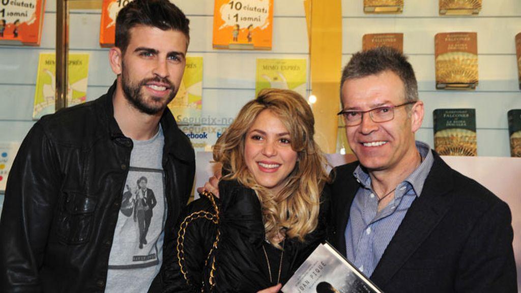 Gerard Piqué, Shakira y Joan Piqué en la presentación del libro