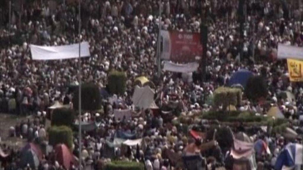 Los egipcios insiten en pedir la salida de Mubarak