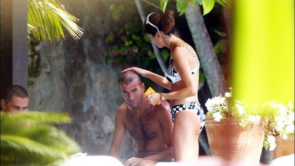 Le ponen crema en la calva a Zidane