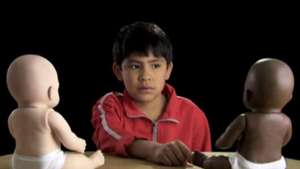 Los pequeños asociaron características negativas, maldad y fealdad con el muñeco negro.