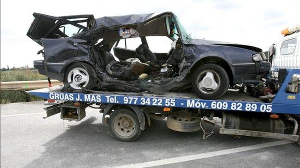 Imagen de un coche tras sufrir un accidente. EFE/Archivo