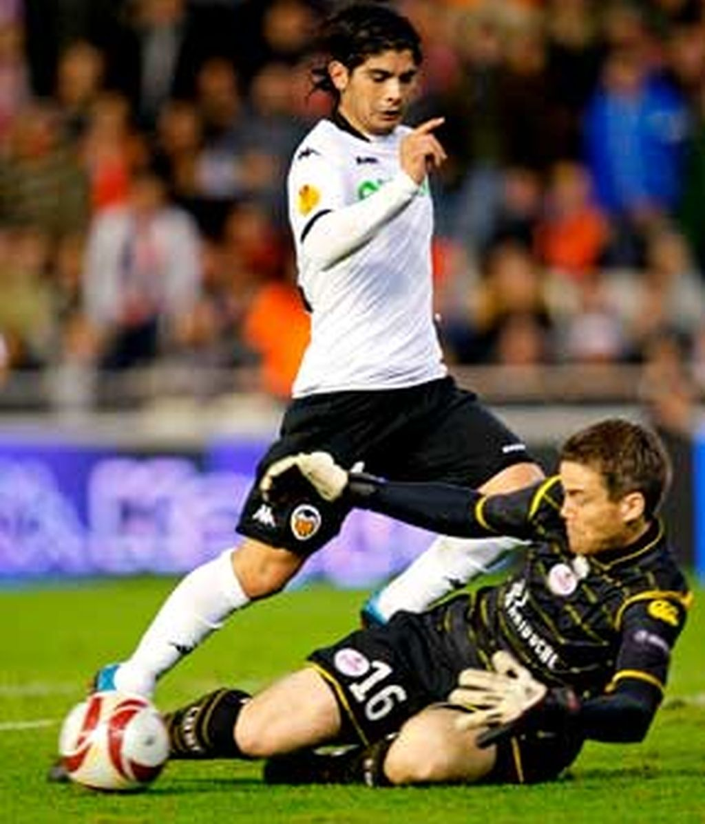 El conjunto valenciano pudo de principio a fin con su rival, que llegaba a Valencia como primero del grupo. FOTO: EFE