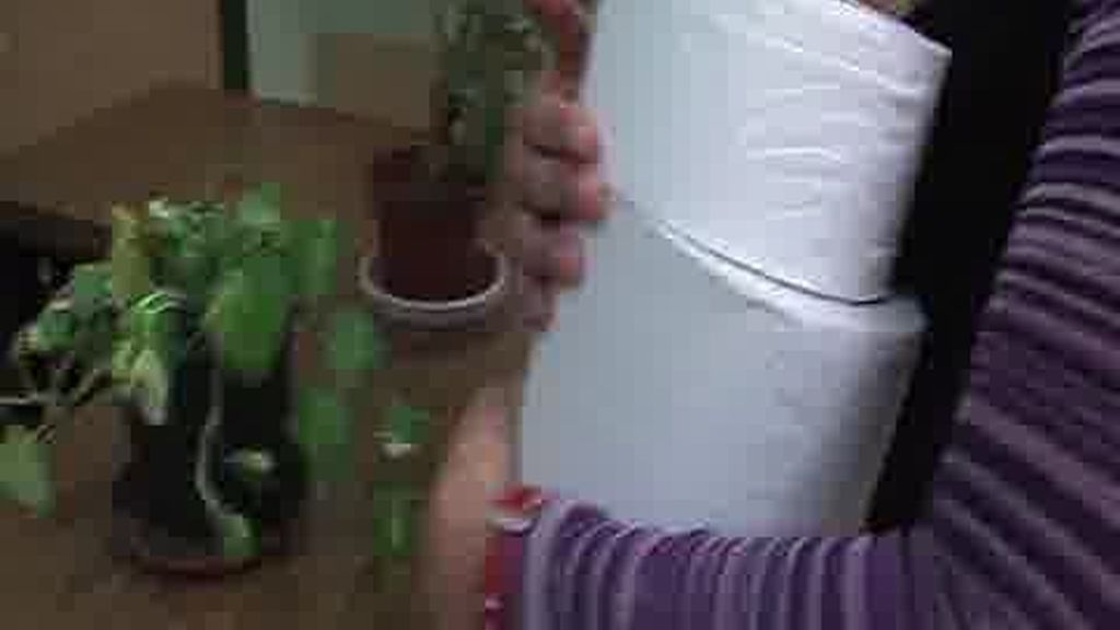 Con el papel higiénico en la mochila