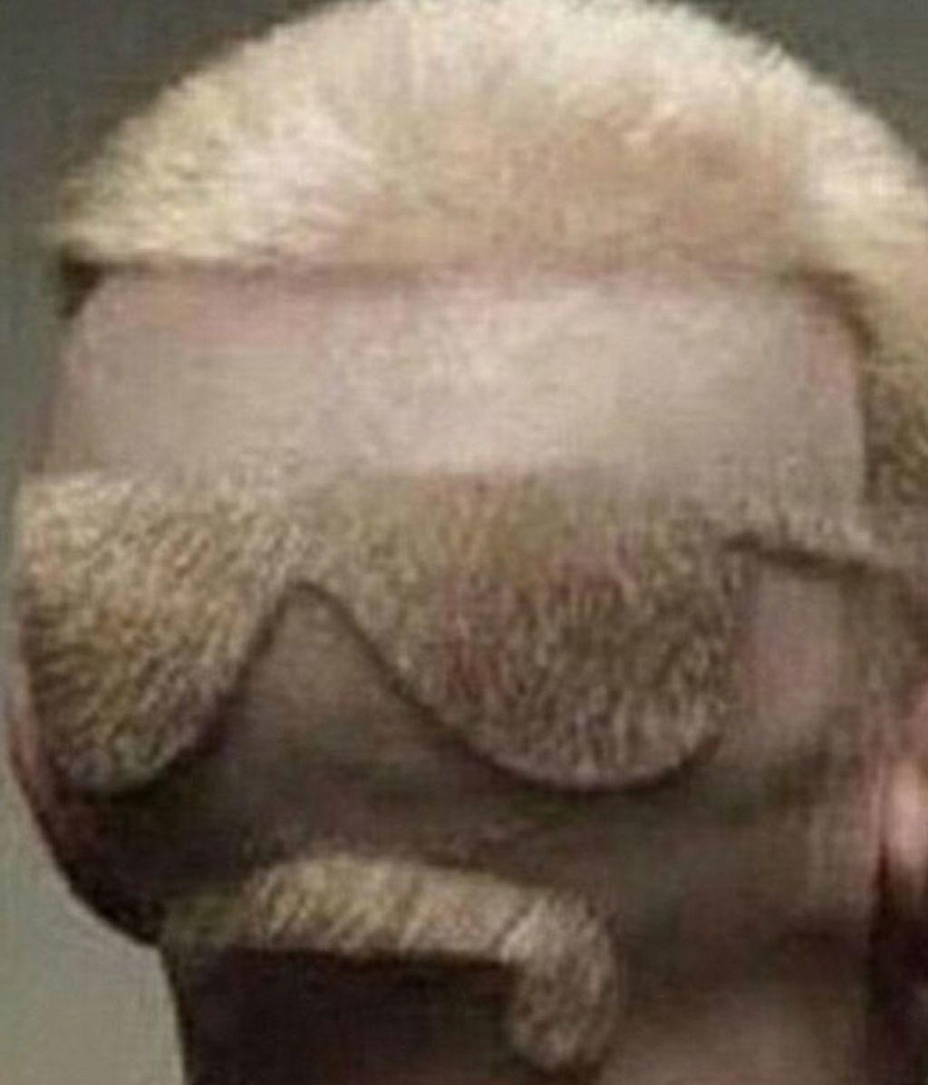 Estos hombres eligen un estilo peculiar para lucir su cabello