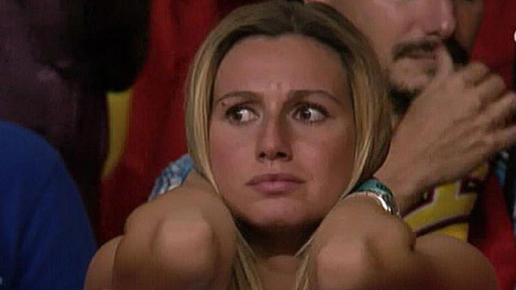 Ana Bernal, esposa de Sergio el 'Chacho' Rodríguez, lo paso mal al final del partido