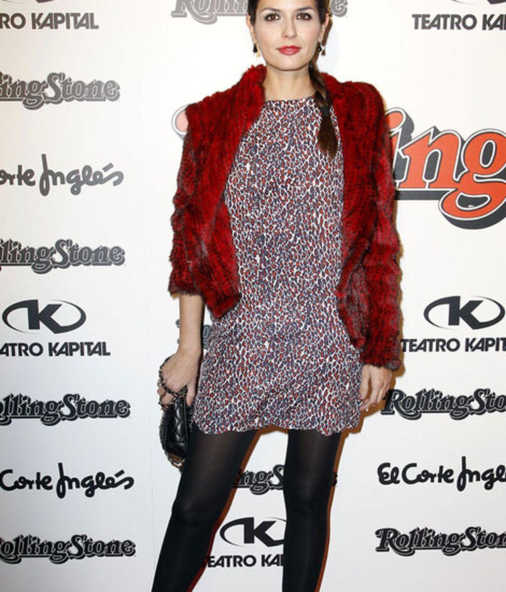 La modelo María Reyes combinó zapatos de charol y chaqueta de pelo