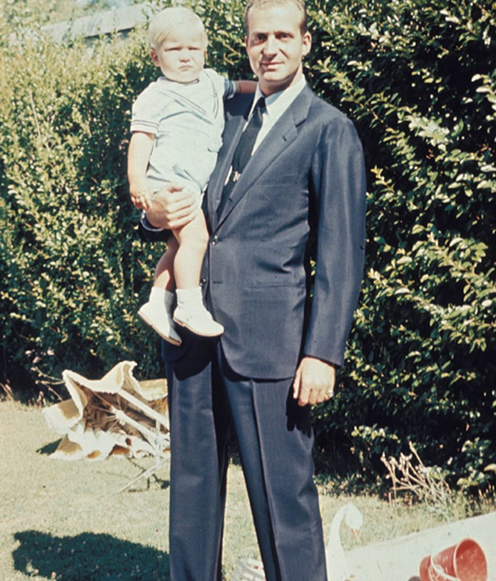 El príncipe de Asturias sucede a su padre tras la abdicación