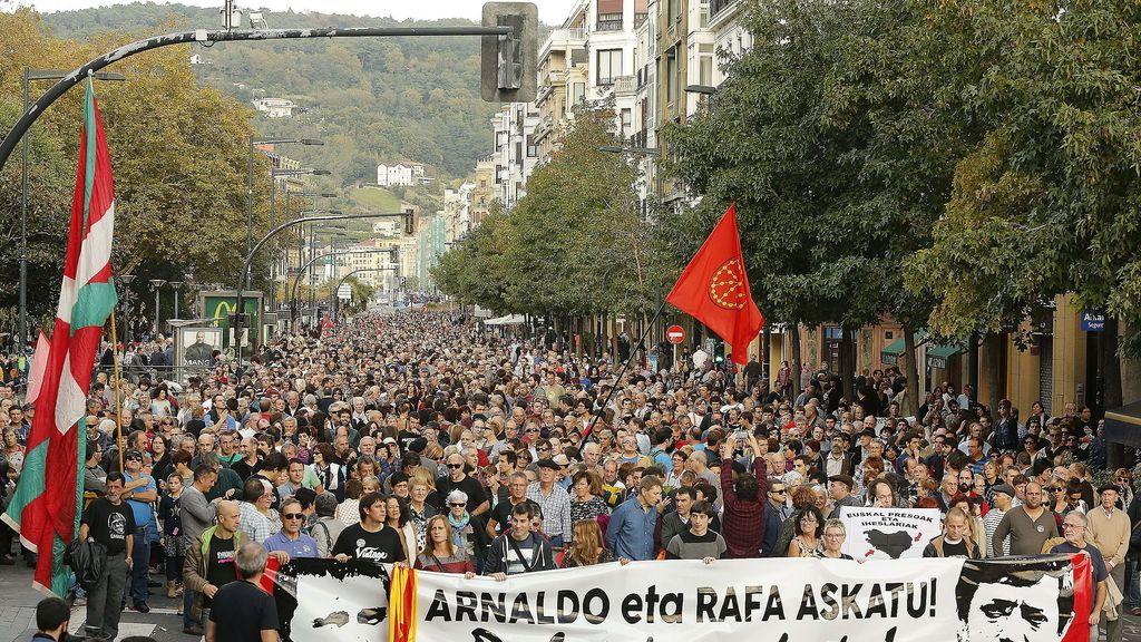 Miles de personas piden la puesta en libertad de Arnaldo Otegi y Rafa Díez