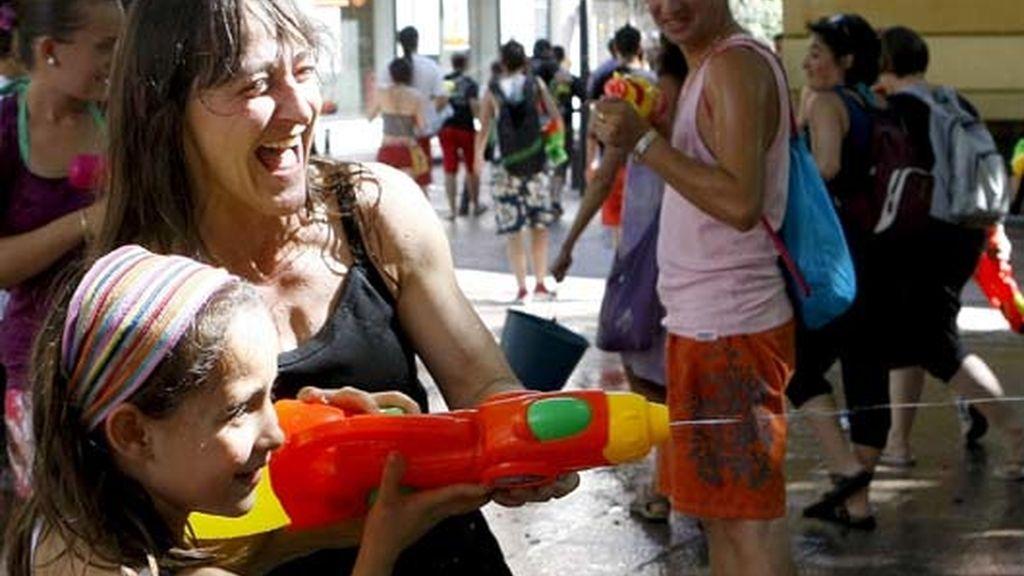 Vallecas saca sus armas contra el calor