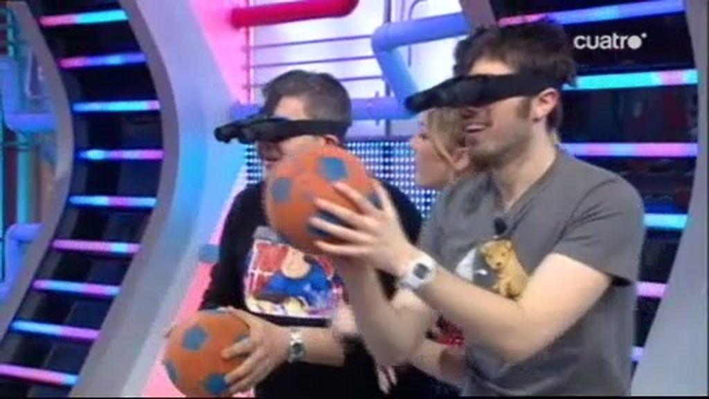 Jugando al basket con gafas prismáticos