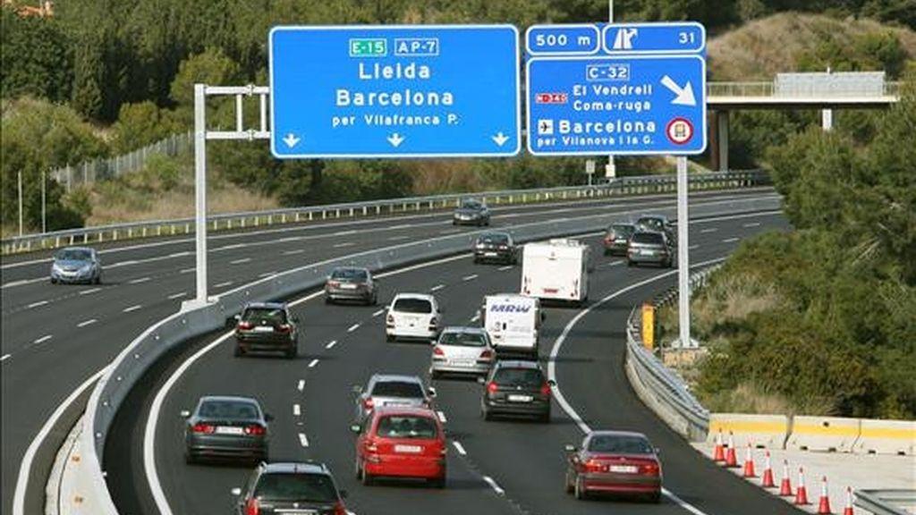 Vista del estado que presenta la autopista AP-7, en sentido Barcelona, poco antes del peaje de El Vendrell (Tarragona), a primera hora de la tarde en esta segunda y última jornada de la operación retorno de las vacaciones de Semana Santa. EFE