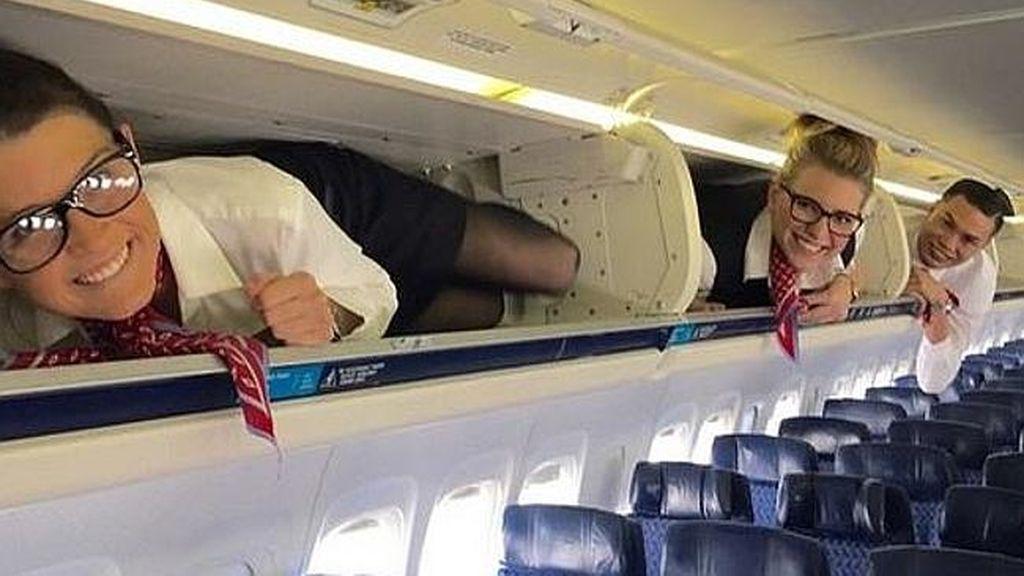 ¿Qué hacen los auxiliares de vuelo cuando nadie les ve?
