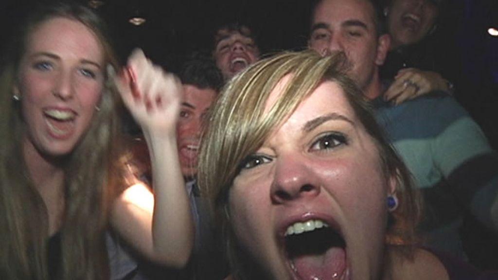 Grupo de chicas en una discoteca
