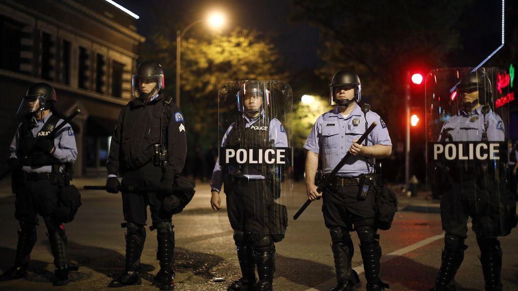 Nueva noche de enfrentamientos entre manifestantes y policías