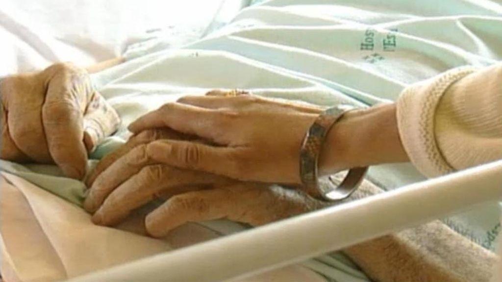 Ha fallecido la anciana a la que le retiraron la sonda hace días por orden de la Junta de Andalucía