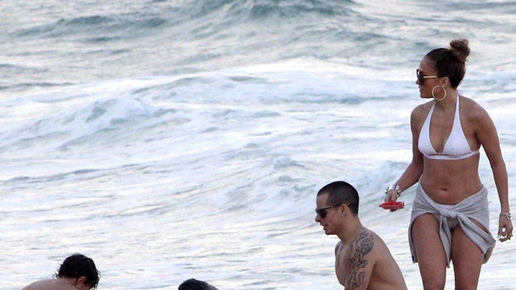 Jennifer López, Casper, el guardaespaldas y los niños, en Río de Janeiro