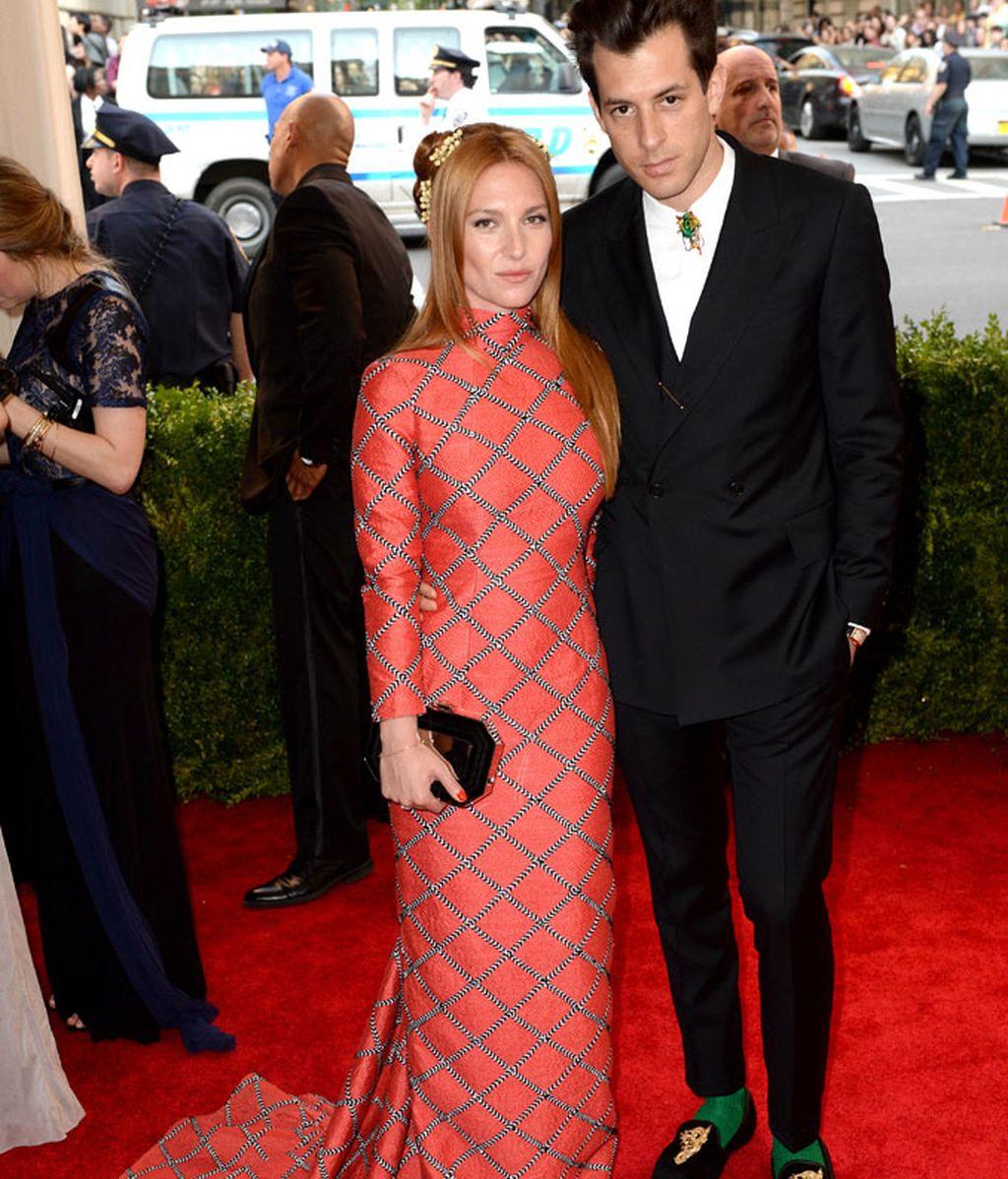 Mark Ronson y su esposa Josephine de La Baume