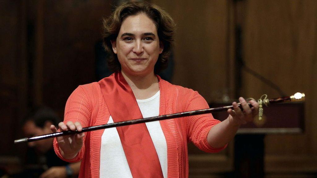 Colau se convierte en alcaldesa de Barcelona con los votos de BComú, ERC, PSC y  CUP