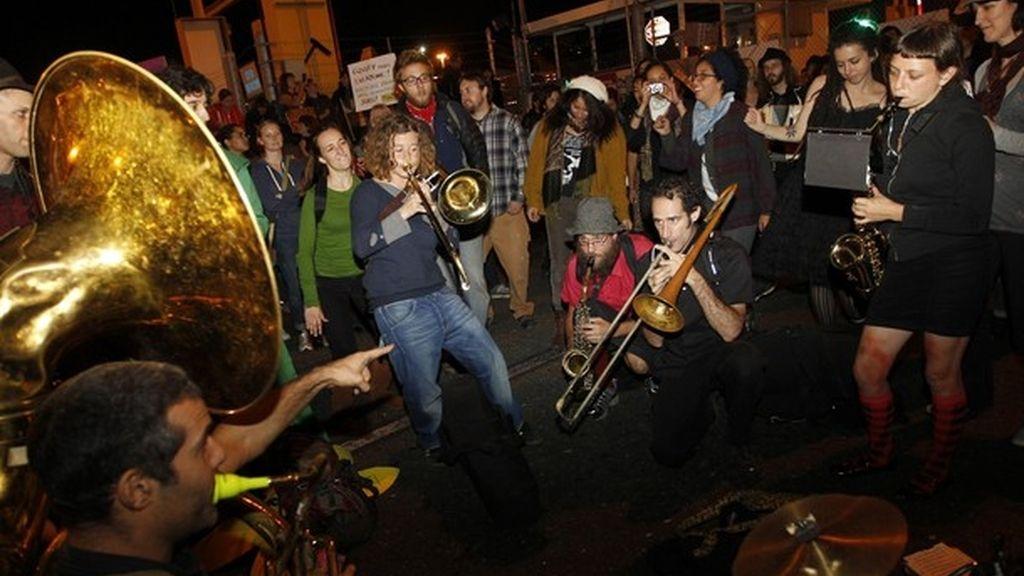 El movimiento 'Occupy Oakland' detiene la actividad del puerto de la ciudad