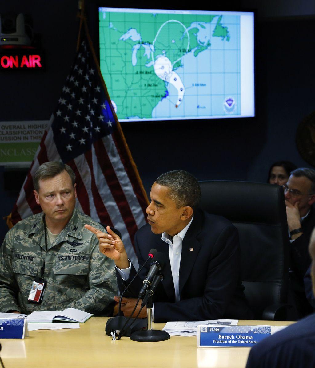 Obama insta a los ciudadanos a prepararse para la llegada del huracán 'Sandy'