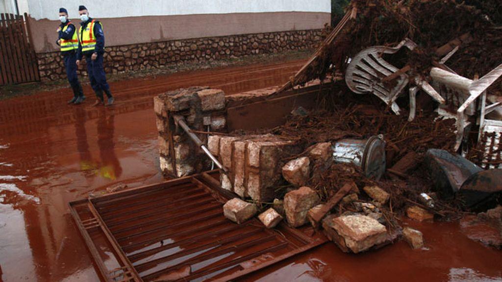 El 'fango rojo' deja cuatro muertos y tres desaparecidos