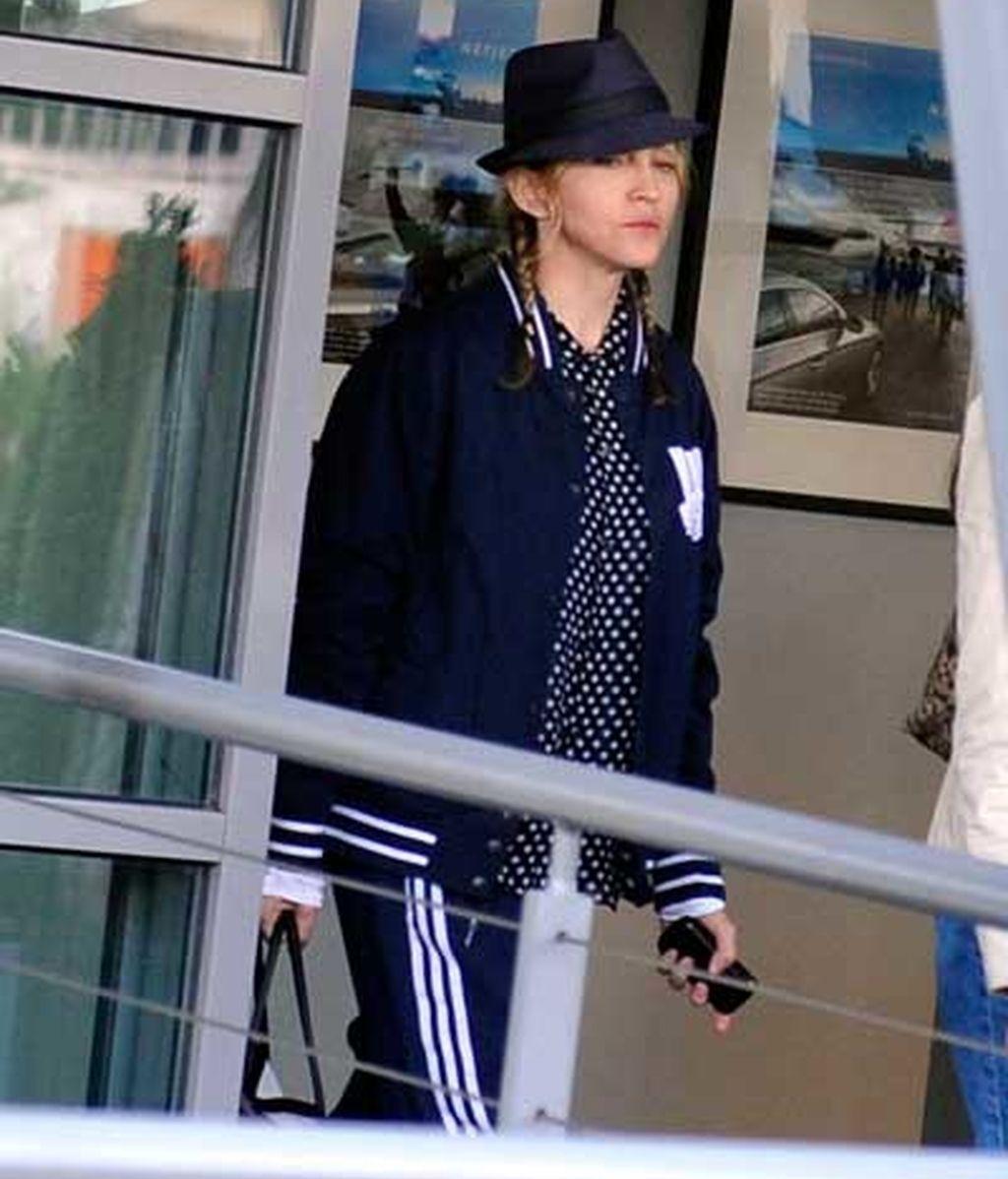 Madonna llega al aeropuerto de Le Bourget
