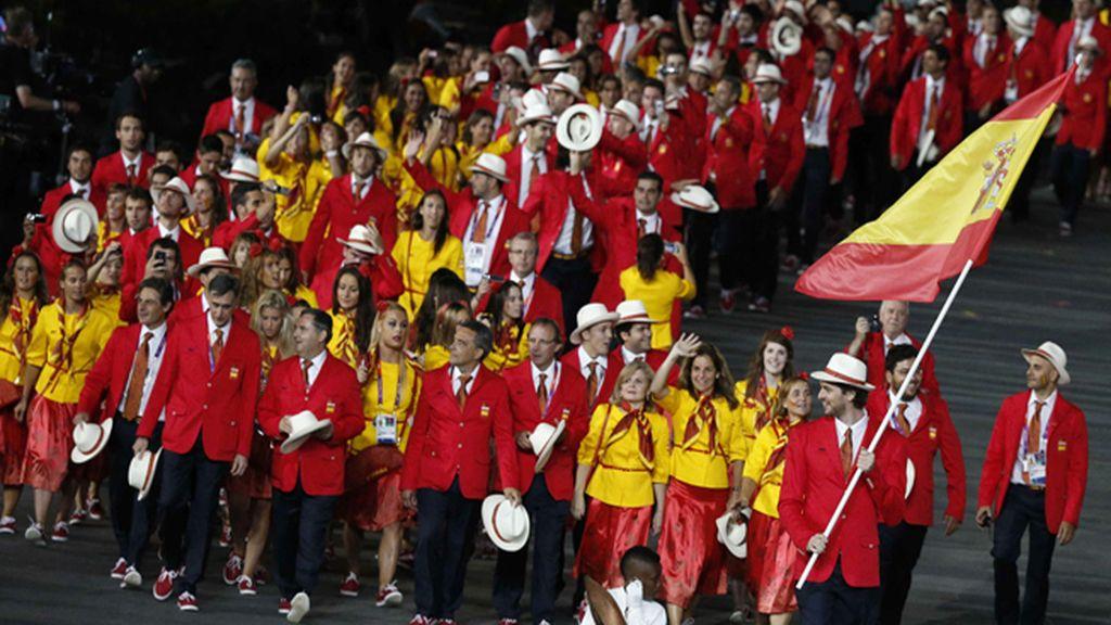 Pau Gasol encabeza el equipo olímpico español durante la ceremonia inaugural de los Juegos Olímpicos 2012