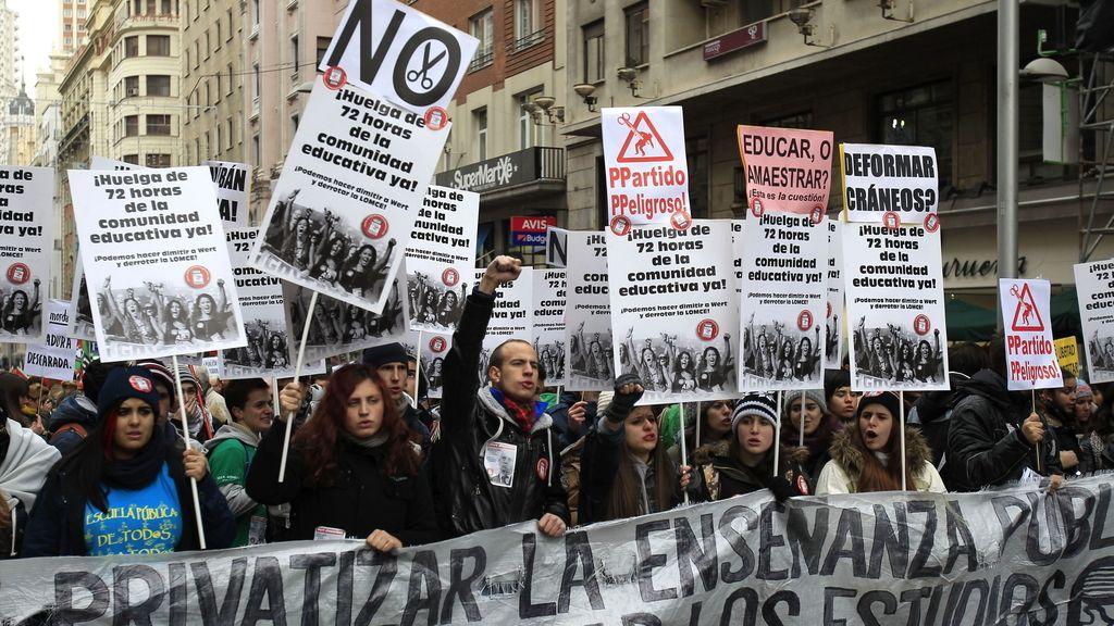 Manifestantes se echan a la calle contra la LOMCE en Madrid