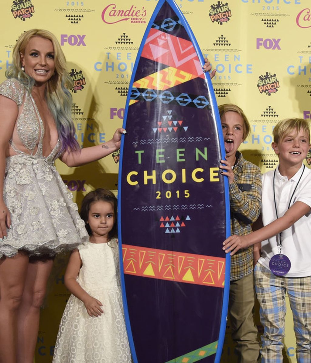 En el photocall posterior, posó junto al premio y sus hijos