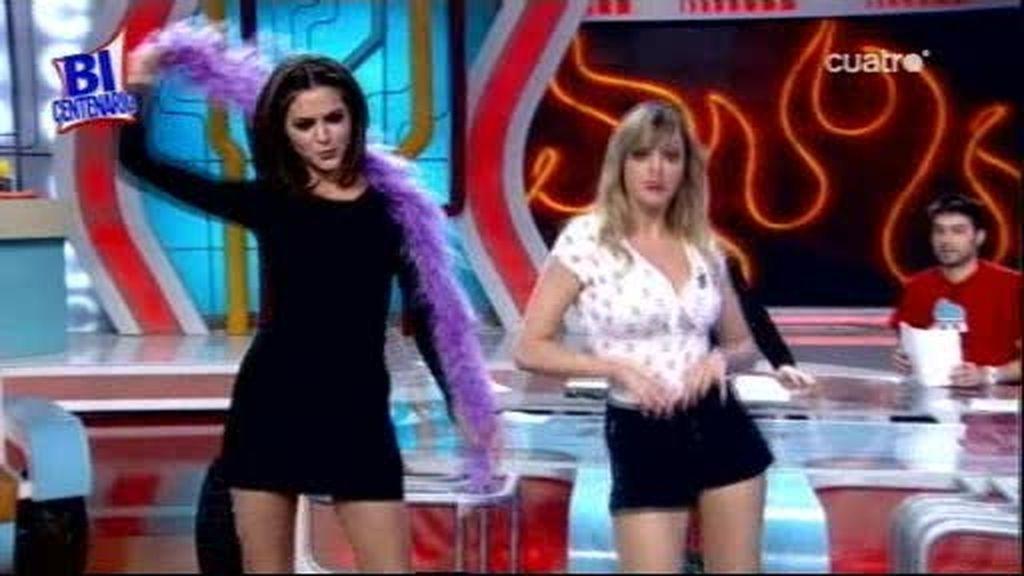 El 'striptease interruptus' de Romina y Anna Simón