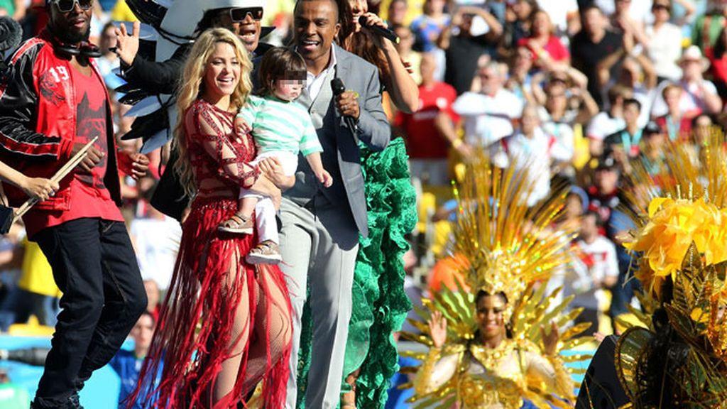 El baile de Milan con mamá 'Shak' en la clausura del Mundial